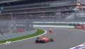 GP Rosji 2015 - porządkowy przed kołami Vettela
