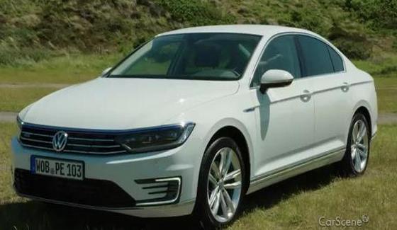 Volkswagen Passat GTE w kr�tkim te�cie