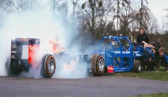 Daniel Ricciardo w bolidzie kontra dru�yna rugbyst�w