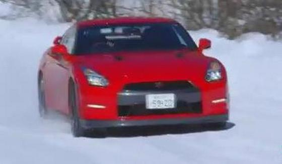 Nissan GT-R w zimowych warunkach