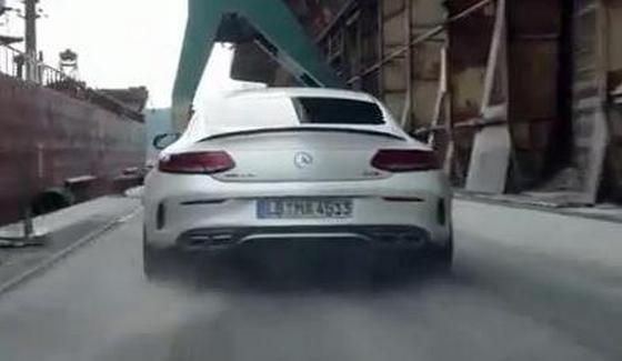 Mercedes C63 AMG S Coupe w widowiskowej reklamie