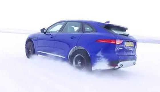 Jose Mourinho i Jaguar F-Pace na lodzie