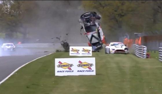 Spektakularny wypadek w Brytyjskich Mistrzostwach GT