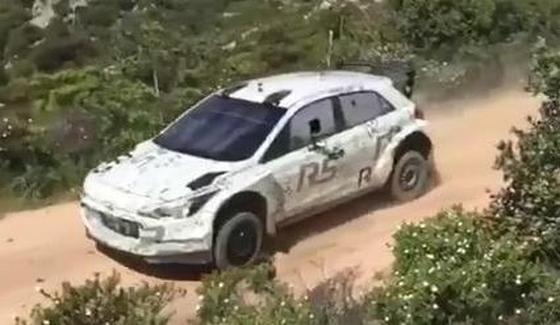 Hyundai i20 R5 na szutrowych testach