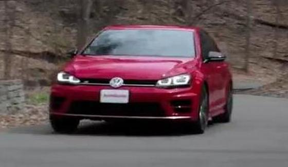 Volkswagen Golf R w te�cie magazynu AutoGuide