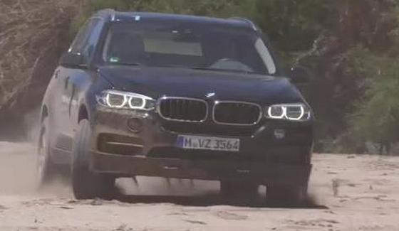 BMW X5 w afryka�skim krajobrazie