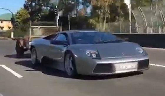 Lamborghini Murcielago przewozi kozy